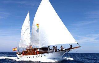 Alquiler de barcos para eventos con capacidad para 47 personas en Ibiza