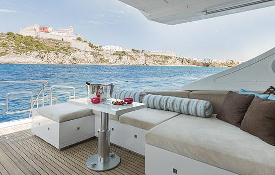 Alquiler yate en Ibiza Mangusta 80