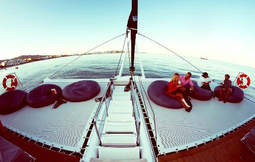 Alquiler de Catamarán en Ibiza para eventos con capacidad para 150