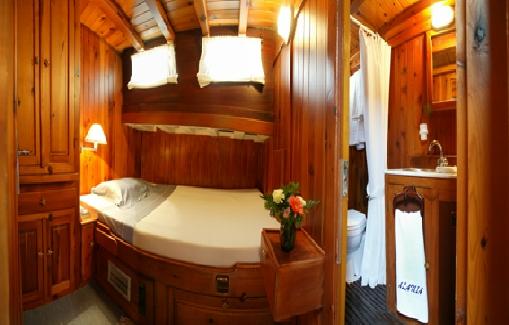 Alquiler de barcos para eventos con capacidad para 30 personas en Ibiza