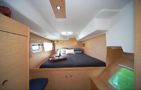Caramarans charter Ibiza Lagoon 380 S2