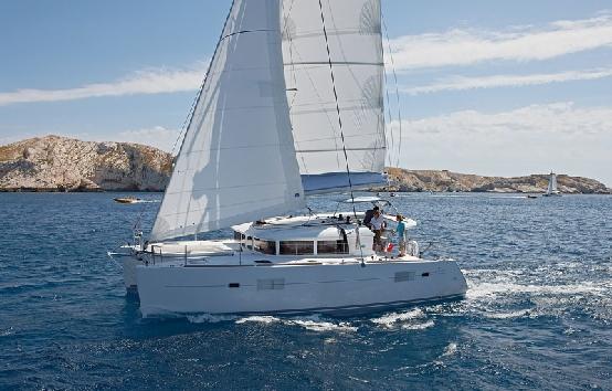 Caramarans charter Ibiza Lagoon 440