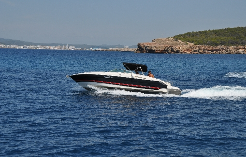 Motorboat charter on Ibiza Monterey 268 SS