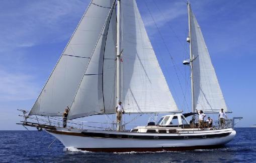 Alquiler de velero clásico en Ibiza