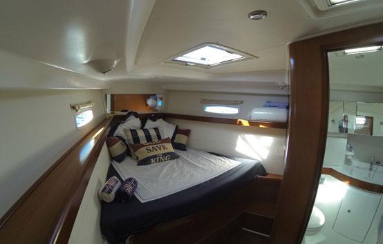 Alquiler velero en Ibiza Beneteau Oceanis 43