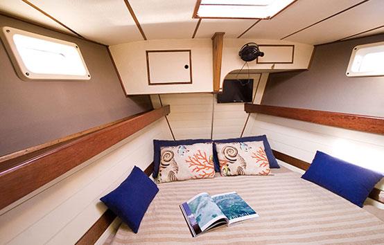 Alquiler de veleros en Ibiza cuarto interior