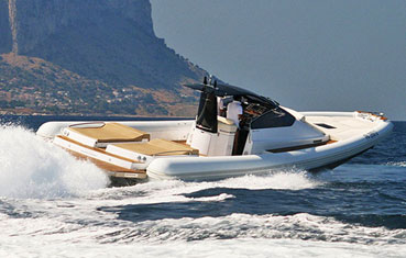 Hire inflatable boat on Ibiza: Magazzu MX-13 coupé