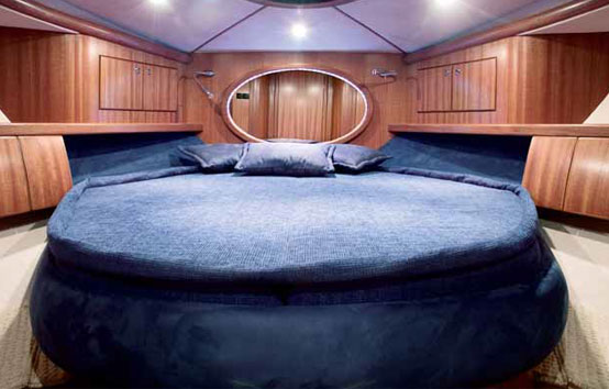 Galeon 330 ht interior, cabin big bed