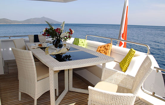 Yacht Pruva 78 exterior table