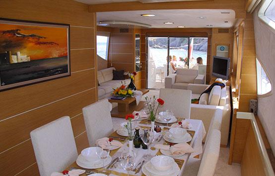 Yacht Pruva 78 interior dinning room