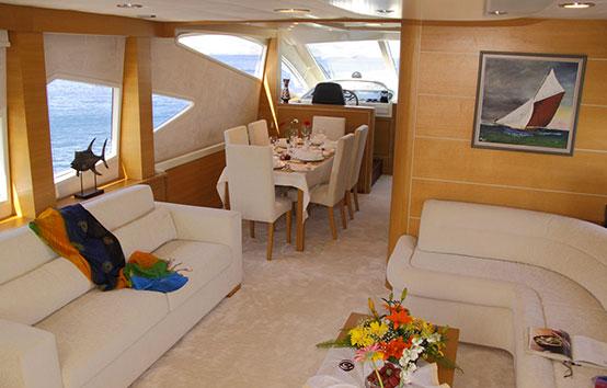 Yacht Pruva 78 living room