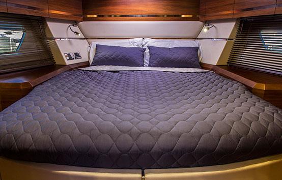 Ibiza Yacht Charter Sunseeker Portofino 40 Master cabin