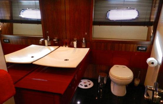 Sunseeker Predator 92 bathroom