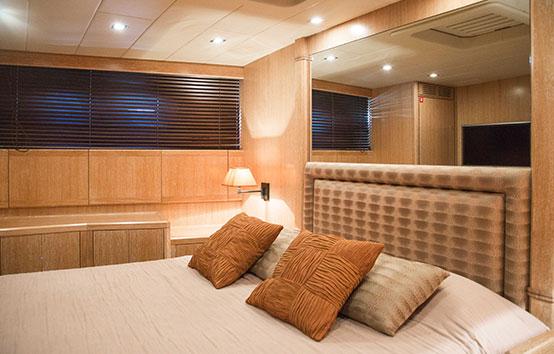 Ibiza Yacht Charter Mangusta 80 room