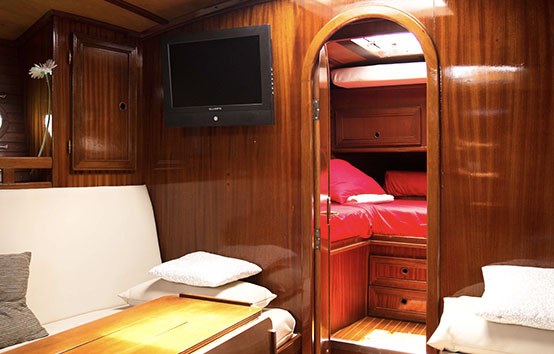 Ibiza sailboat charter Amica 44 Interior